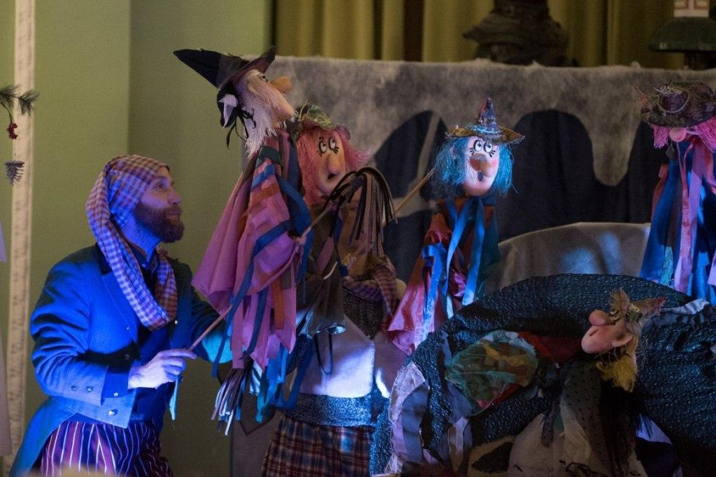 Спектакль «Маленькая колдунья». Театр «Картонный дом» в Cанкт-Петербургском Музее Кукол.